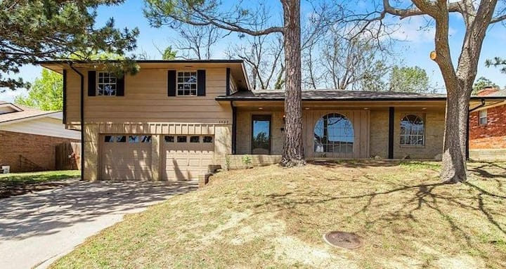 Spacious House in quiet NW OKC neighborhood.
