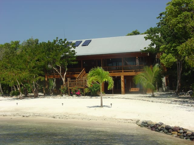 Casa de Playa - New lower rates, Same perks! - Utila - Hus