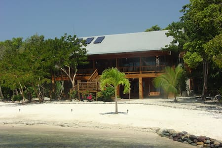 Casa de Playa - Transfer from airport included! - Utila