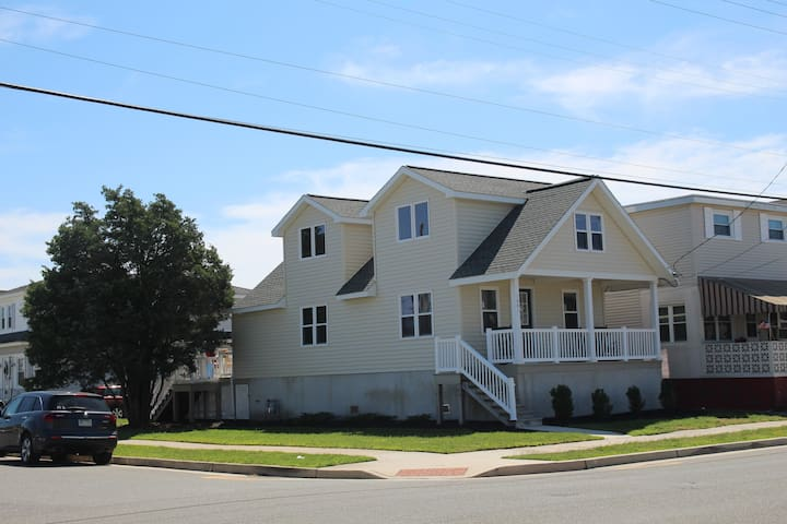North Wildwood newly remodeled.  Sleeps 14.