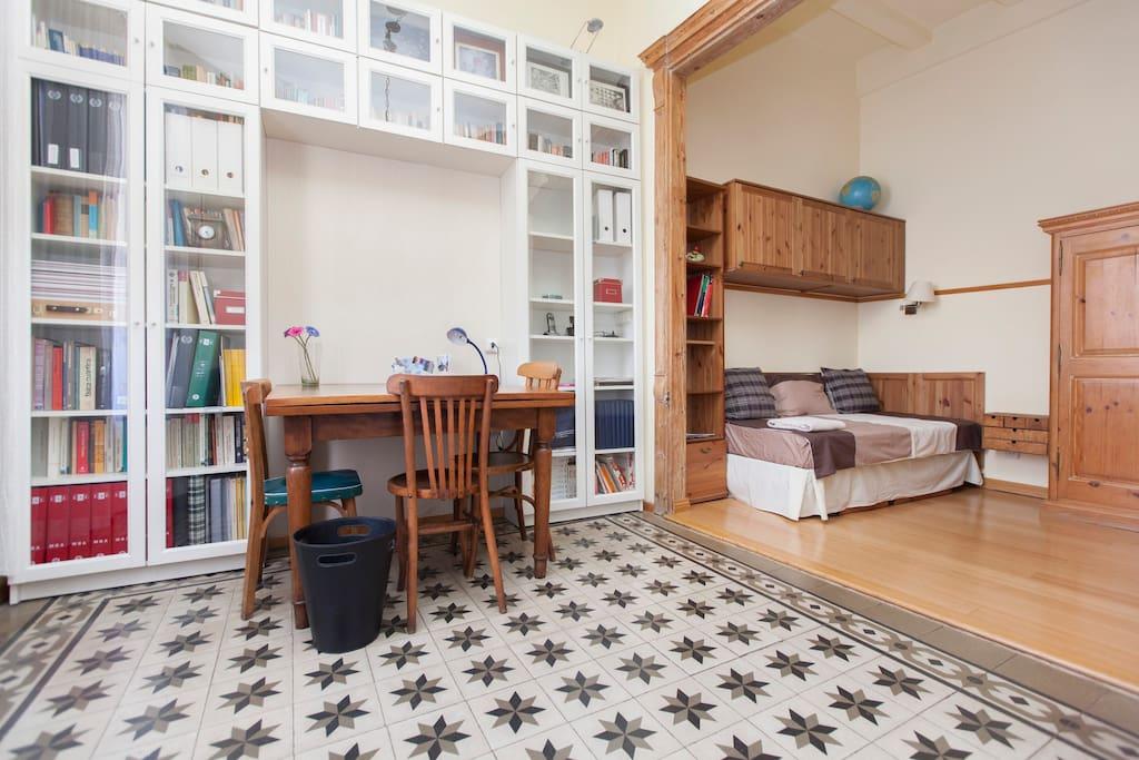 Habitacion Disponible con una cama y colchon extra