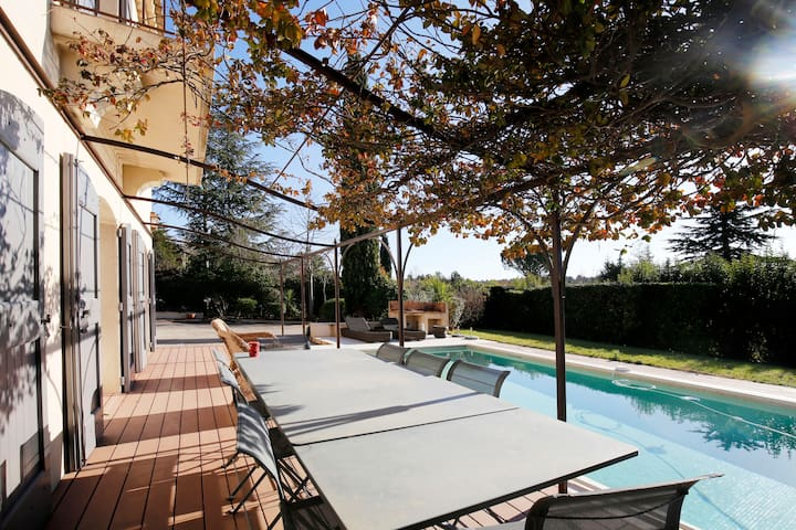 CHARMING COUNTRY VILLA CLOSE TO AIX EN PROVENCE - Châteauneuf-le-Rouge - House