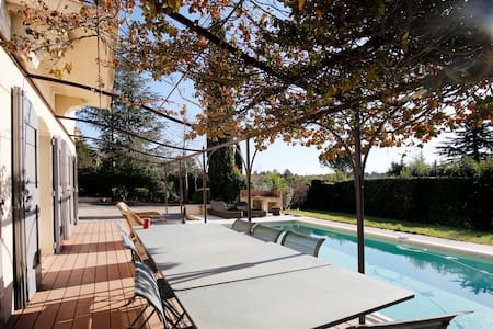 CHARMING COUNTRY VILLA CLOSE TO AIX EN PROVENCE - Châteauneuf-le-Rouge - Dům
