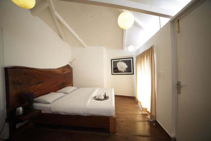 Seclude Mussoorie - White (Spacious Private room)