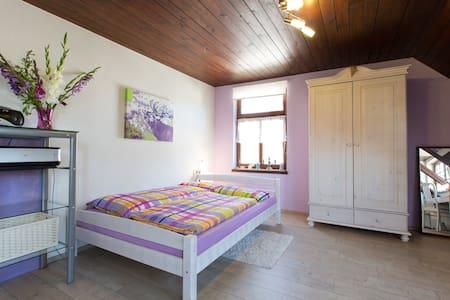 Big, romantic room with bathroom - Tettnang - Apartment