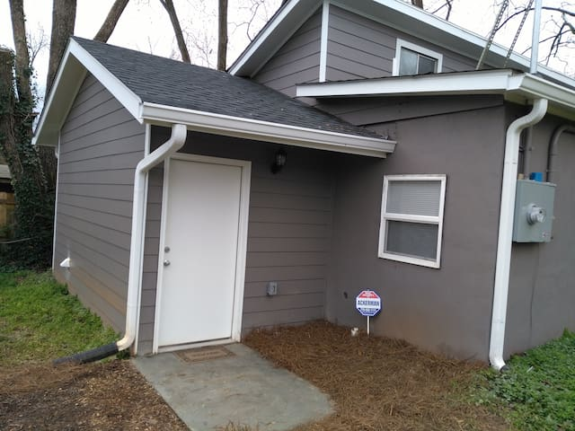 New home less than 20miles from Airport/Downtown