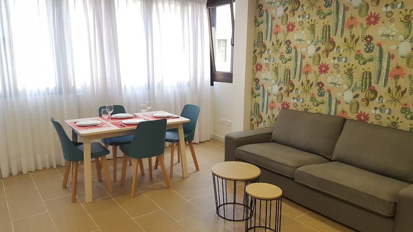 Lila Beach Apartment. One minute from the sea.