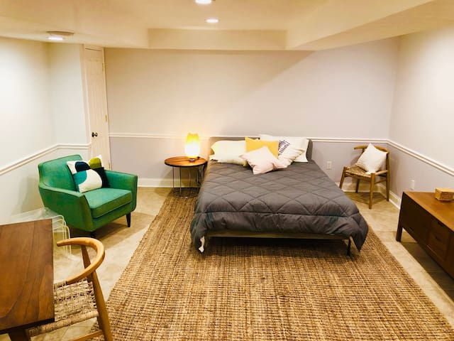 Shadyside guest suite near Universities 1BR/1B