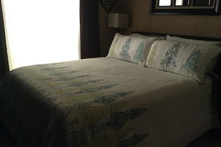 Private room in comfortable house in Fair Oaks - Fair Oaks - Rumah
