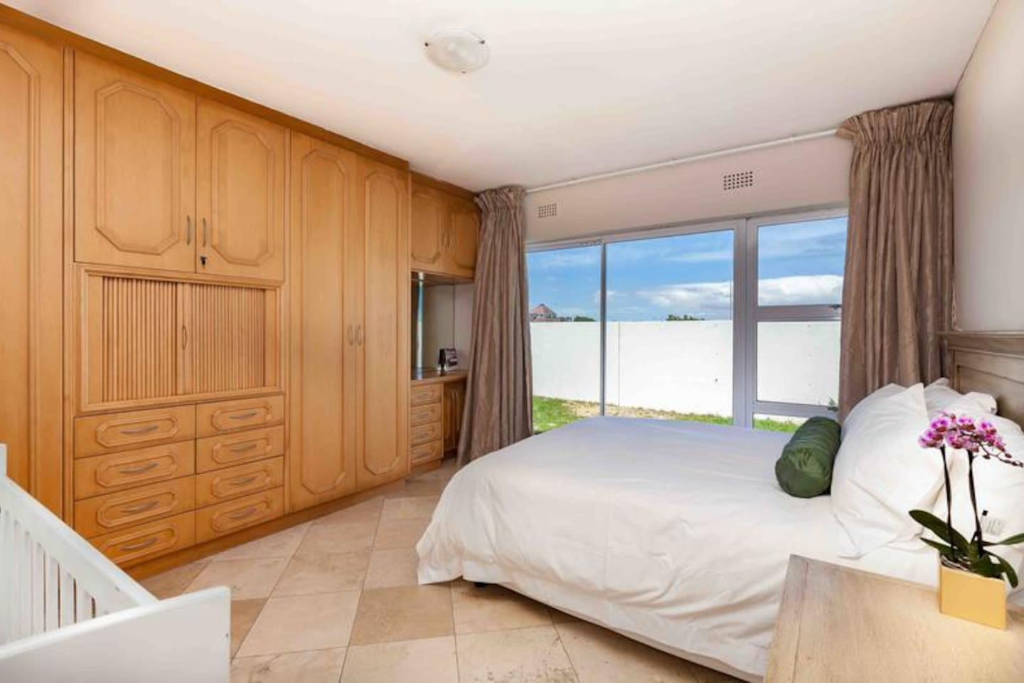 Dolphin Beach Family Suite photo 0