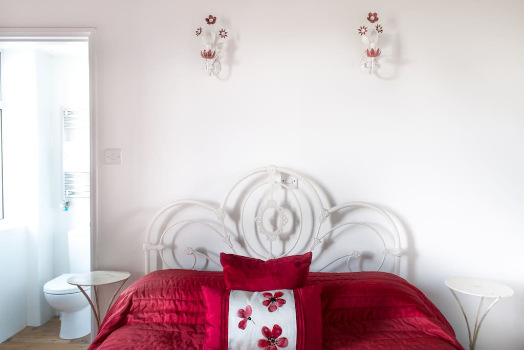 French vintage lights match the decor of this room, with its shades of reds and whites.