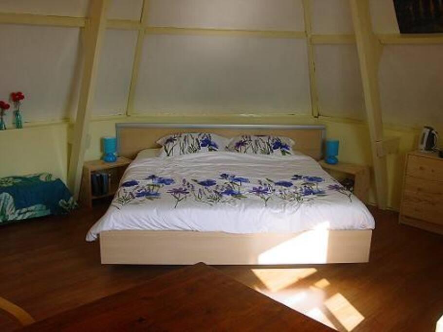 bed blauwe kamer