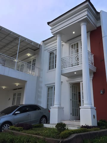 Villa Putih Ciseureuh Batulawang Cipanas