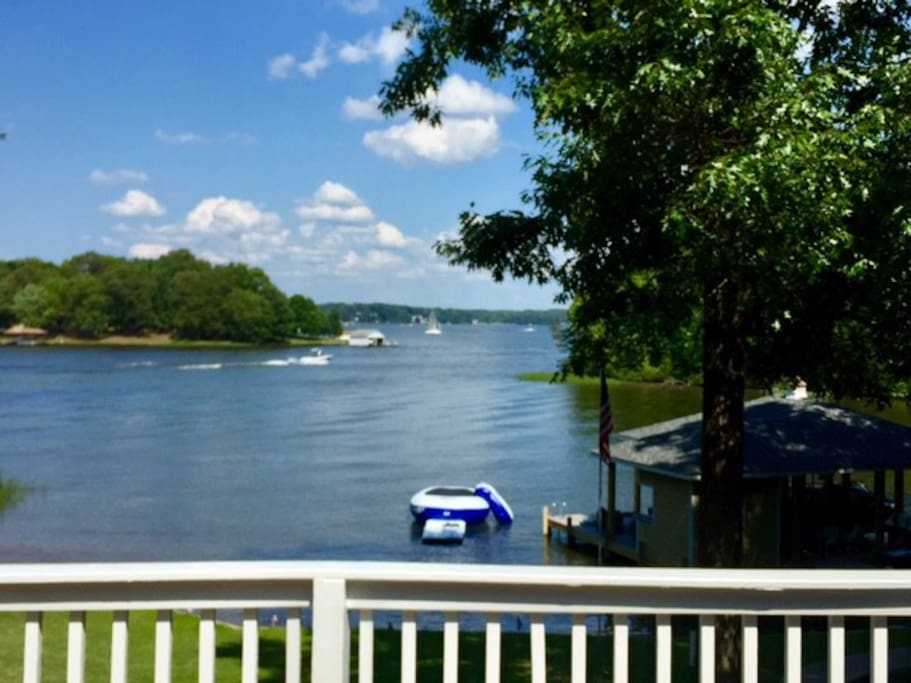 No boat or jet ski traffic right in front of your dock so you can feel free to float around and relax or paddle board in the cove!