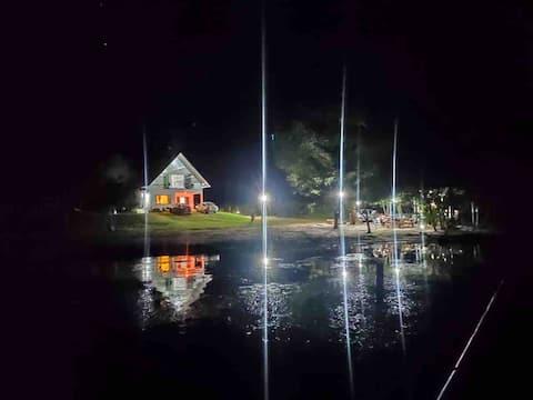 Chalé do lago no campo