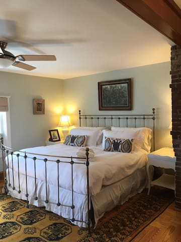 FAMILIES OR 2 COUPLES ADJOINING RM - Newport - Casa