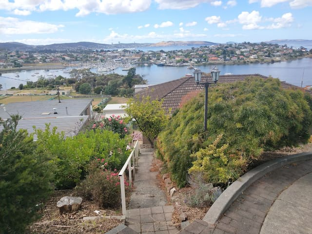 Bay view single room in shared house, Rosny Hill
