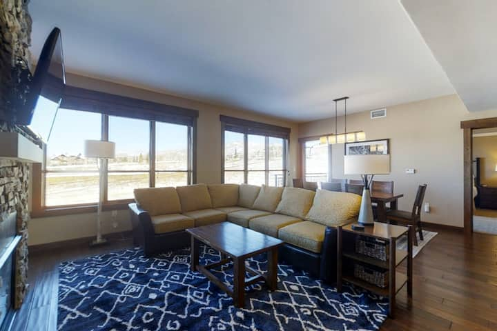 Family-friendly condo w/view & shared pool, hot tubs, fitness & game room