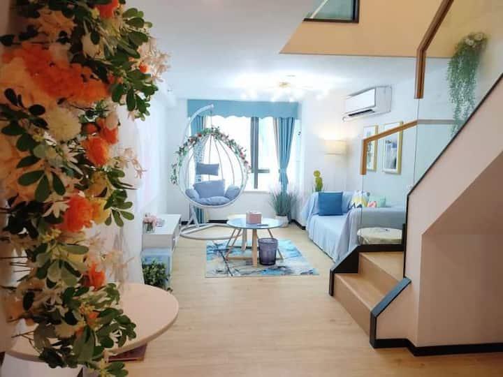 【深圳北站复式一房一厅主题影院民宿】红山地铁口精漫享时光主题公寓。