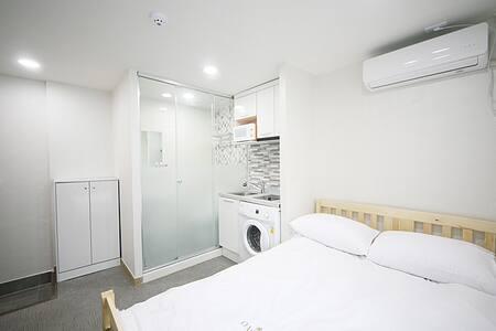 Oasis Hostel Room no.612 (2people) - Gangnam-gu - Bed & Breakfast
