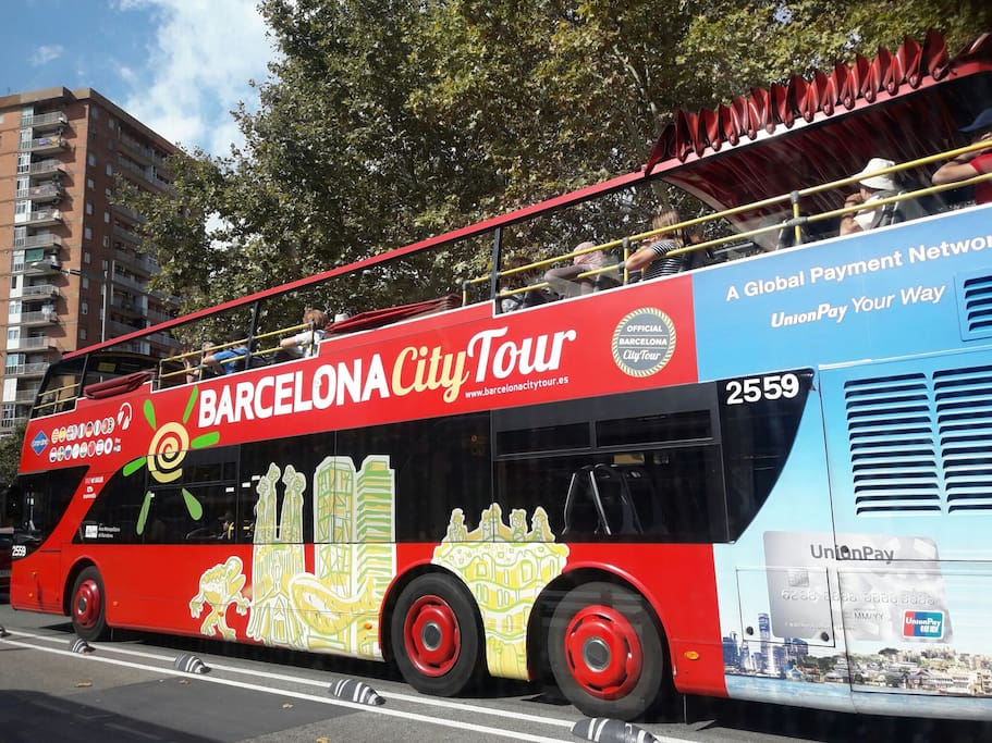 You can step out from touristic   Bus close to apartment!!