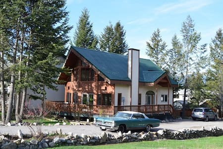 Quiet Walk-out Suite in Beautiful Radium - Byt
