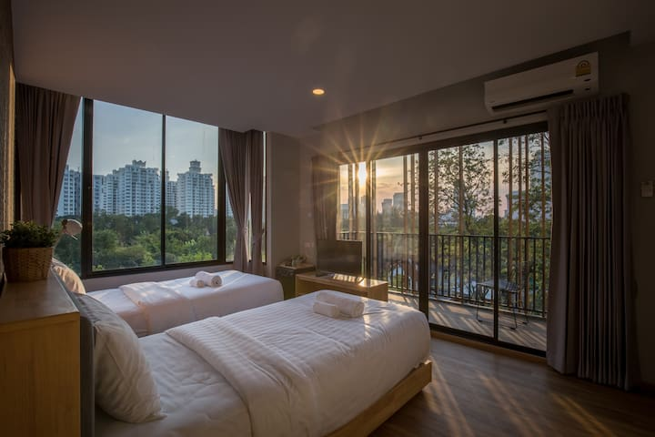 Type 4:Now, we change to 1 king size bed. Fantastic view with width and high window.