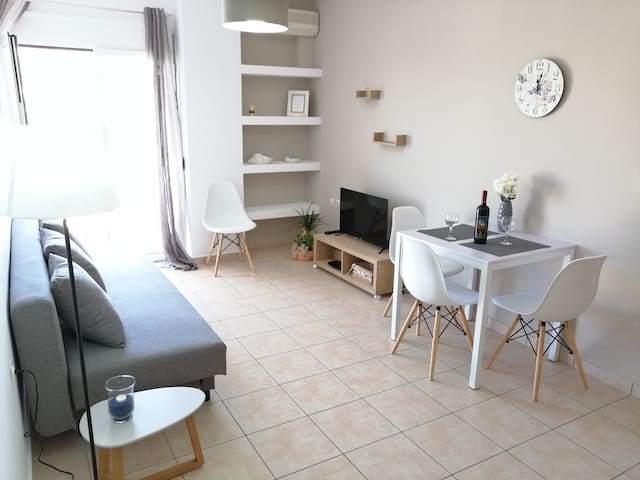 Sunny apartment 5 min walk from  Beach