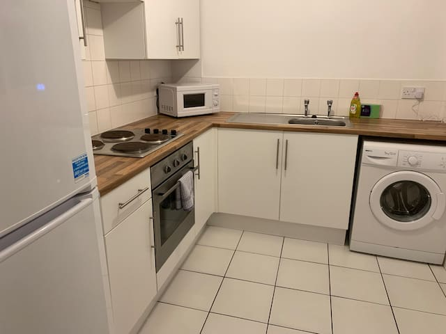 Large double room in spacious house share, 1