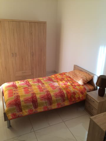 Free Pick-up, Cozy Room