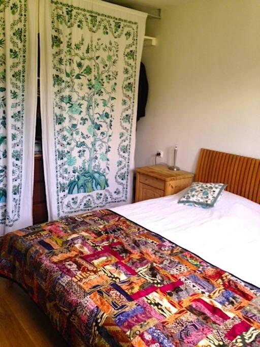 Schlafzimmer Bett (180x200cm)