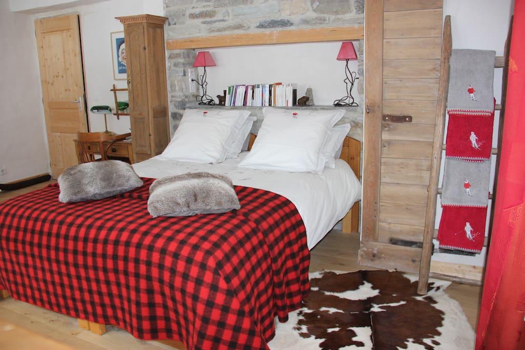 grande chambre d 39 h tes tignes skis aux pieds b b. Black Bedroom Furniture Sets. Home Design Ideas