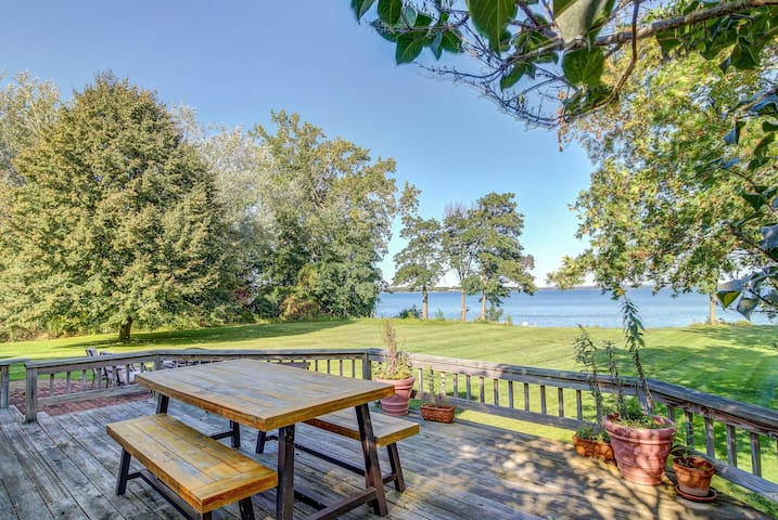 Sunny, lakefront property w/spacious yard, vintage charm, easy state park access