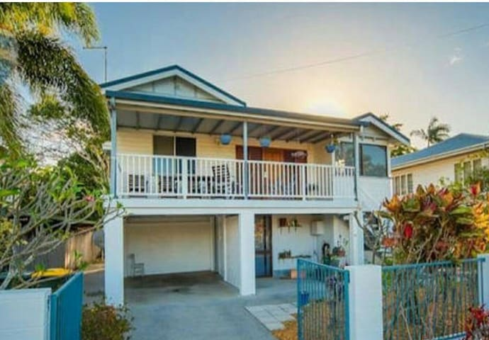 Great Barrier Reef Green Cairns. - Bungalow - House