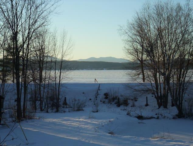 White Birch Lakeside Retreat - Woodside Room