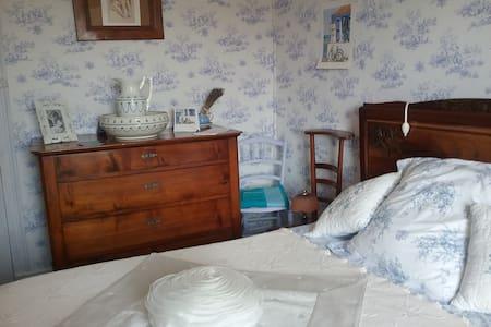 Jolie Chambre dans maison de campagne - Commelle