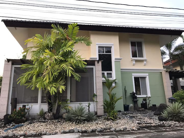 Cozy Family Home near Nuvali & Tagaytay with wifi