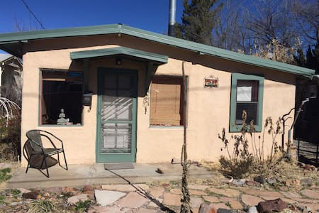 Eco-friendly bungalow close to downtown - Silver City - Banglo