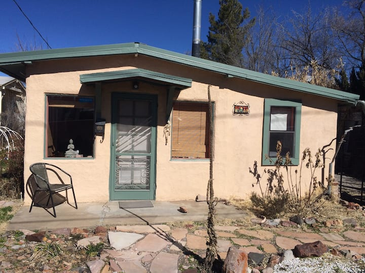 Eco-friendly bungalow close to downtown