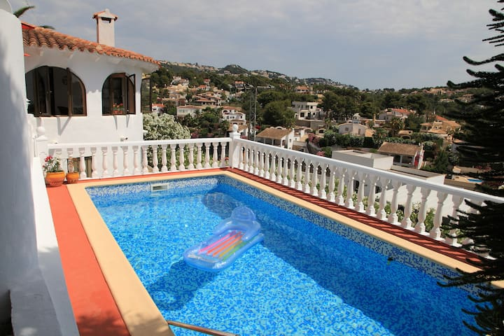 Cosy villa with private swimming pool and garden