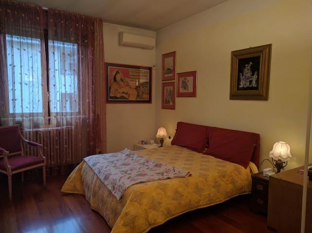 Stanza privata in villa alle porte di Milano