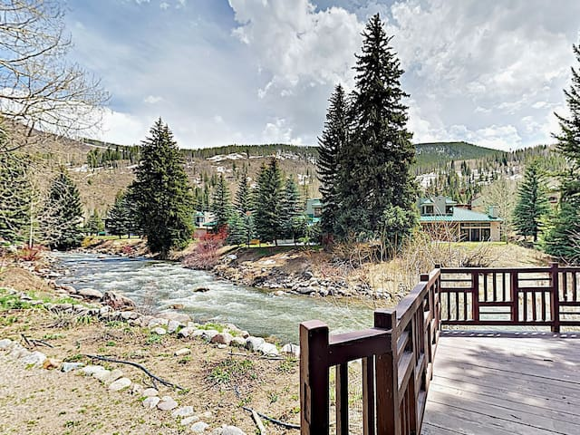 Spacious Gore Creek House w/ Hot Tub & Huge Deck