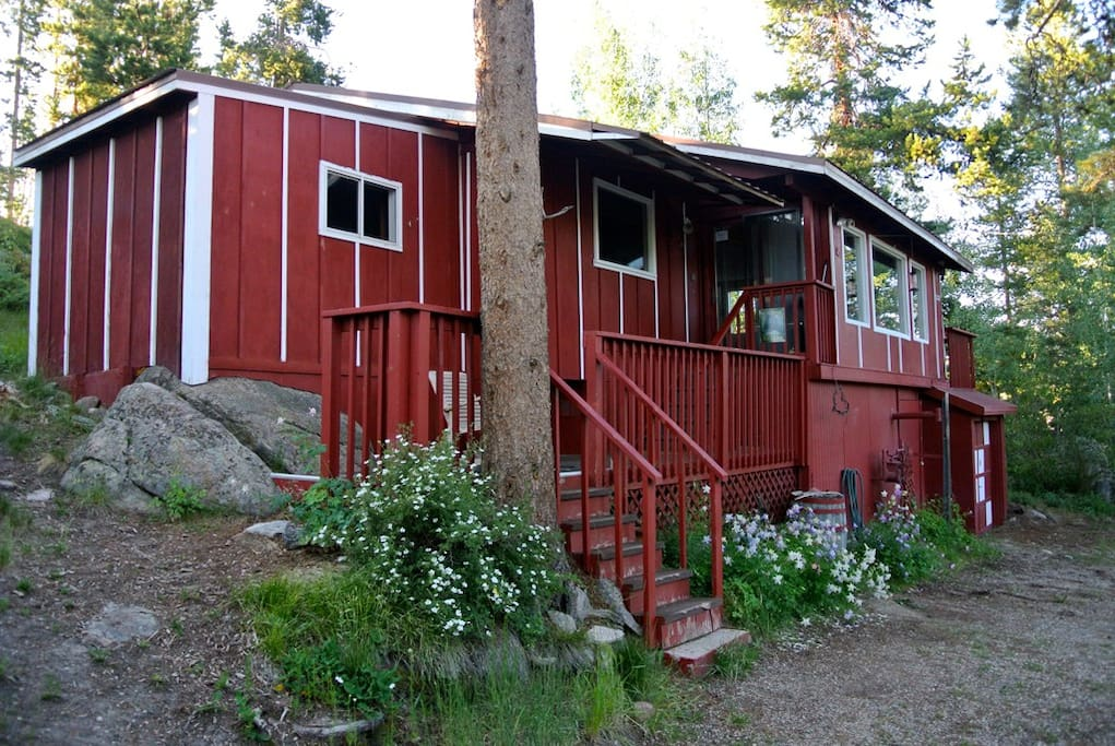 The front of the Pine Beach Cabin.