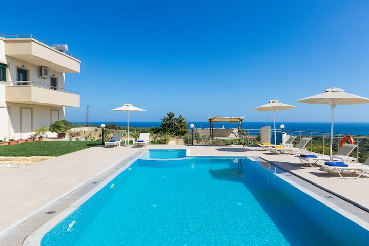 Villa Diamantis, superb sea views!