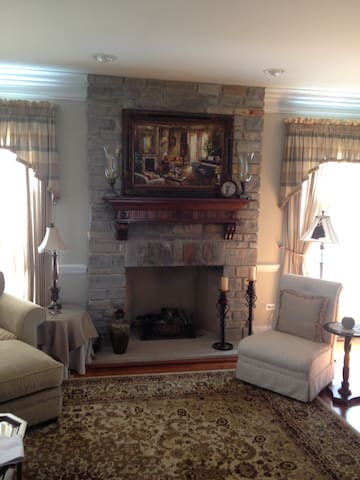 Big Beautiful Townhome - Lake Forest - Huis