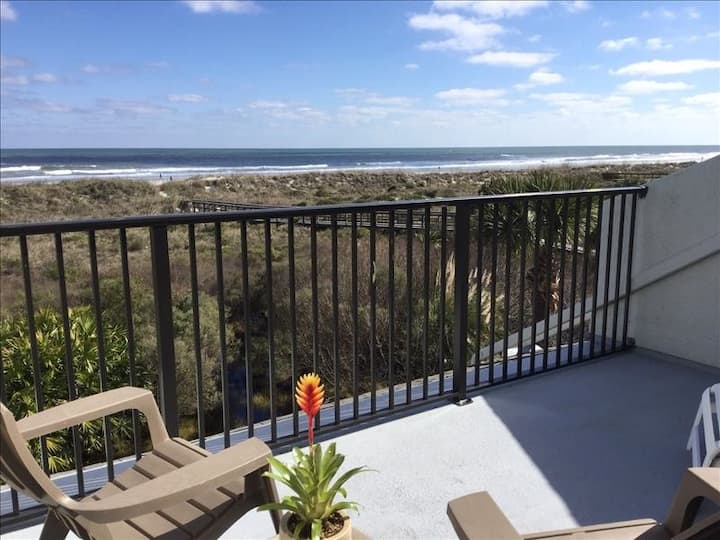 Sea Winds 39 Oceanfront/Dream Kitchen/No Carpet/Private Master Suite