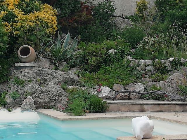 Rocaille piscine