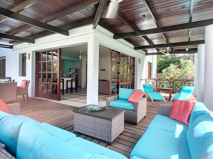 Cool and Breezy 3BR Villa Near Blue Bay Beach