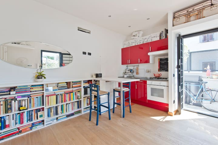 Lovely studio with sunny terrace - Rome - Rumah