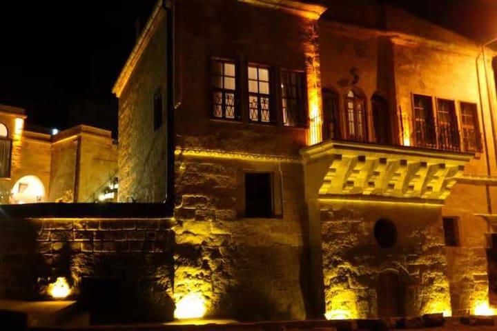 Tulpar Konak Cave Hotel - Mustafapaşa Belediyesi - Bed & Breakfast